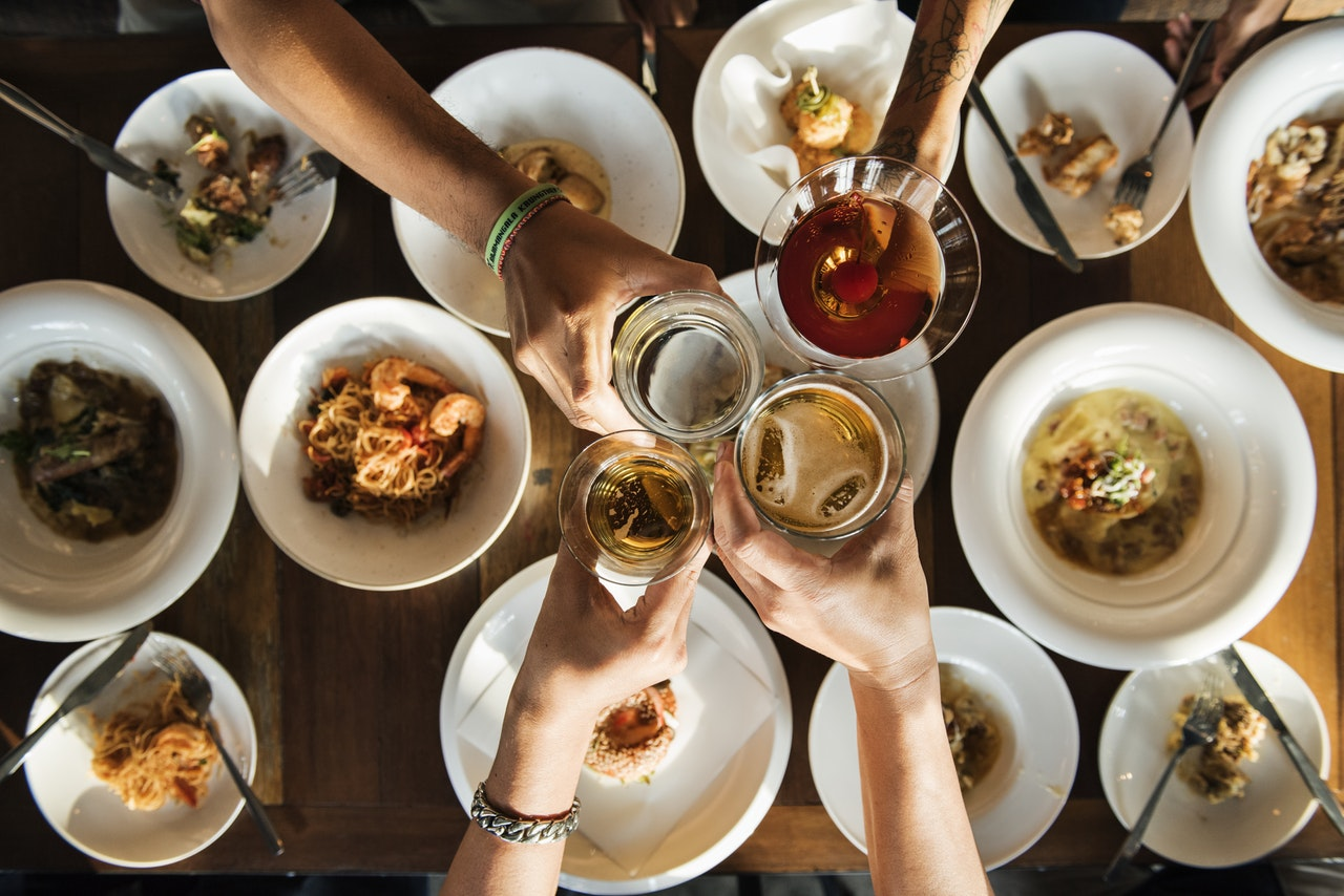 7 Saving Tips for Your Holiday Dinner Party